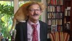 Polonyalı tarihçi kedisine rağmen röportajı sürdürdü