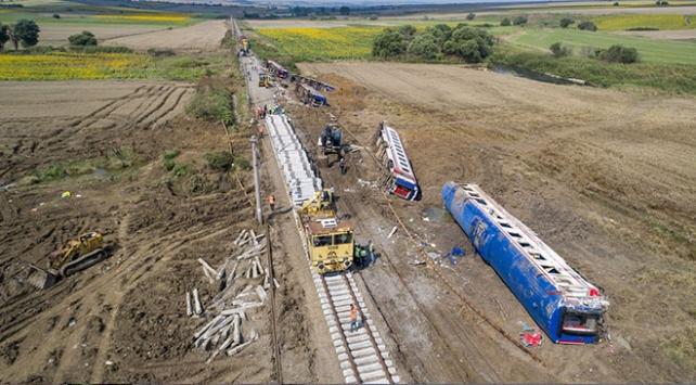 Tekirdağda tren kazasında hayatını kaybedenler toprağa veriliyor