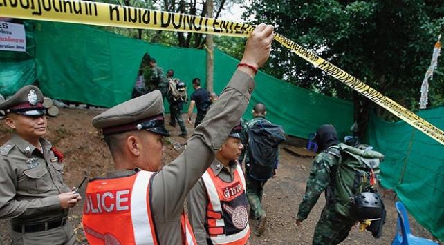 Taylandda mağarada mahsur kalan 12 çocuk ve antrenör kurtarıldı