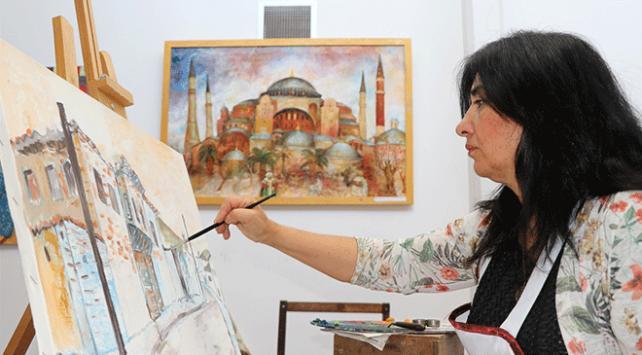 Gürcü ressam Türkiyenin tarihi yapılarını resmediyor