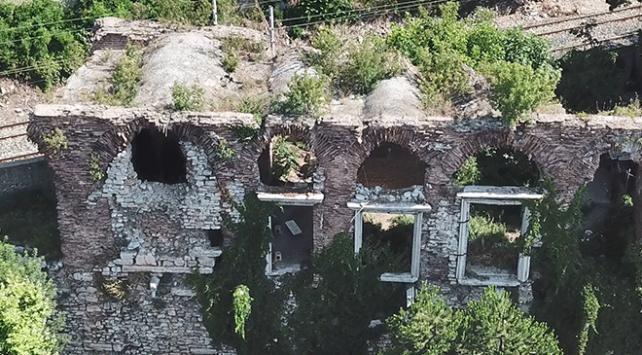 Defineciler 1600 yıllık Bizans Sarayını tahrip etti