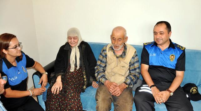Eskişehirde polis yaşlı çiftin evini donattı