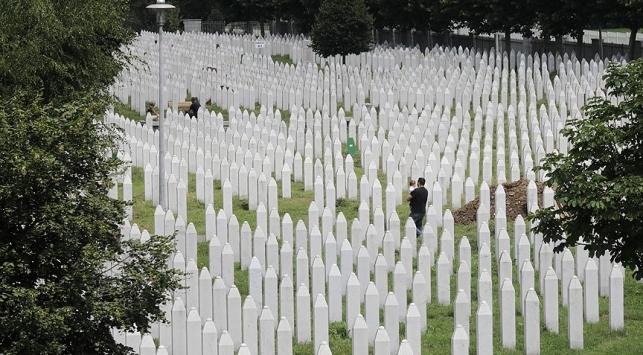 Srebrenitsada yaşanan soykırımın acısı tazeliğini koruyor