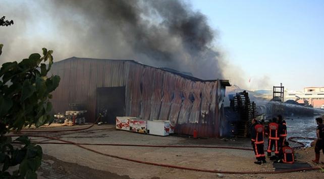 Malatyada dondurma fabrikasında yangın