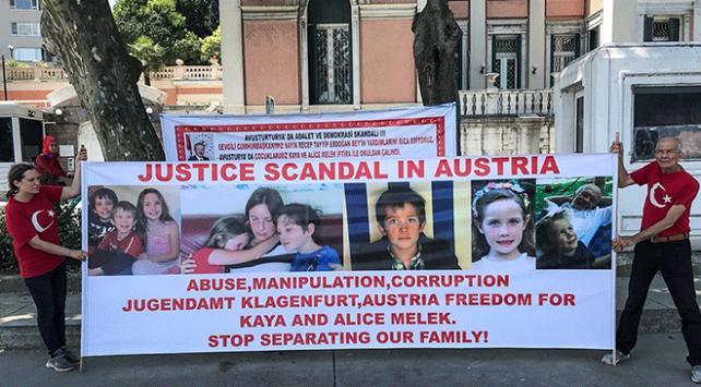 """Avusturya Başkonsolosluğu önünde """"çocuk"""" eylemi"""