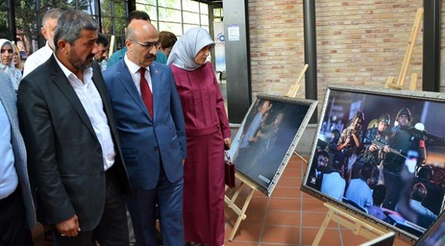 Şehit ikiz babası 15 Temmuz sergisinde gözyaşlarını tutamadı