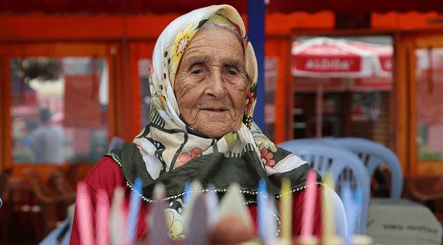 100 yaşında ilk kez doğum günü kutlandı