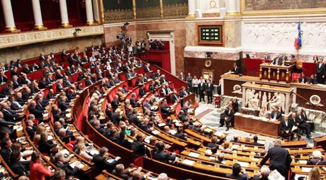 Fransada anayasanın ilk maddesinde değişiklik yapıldı
