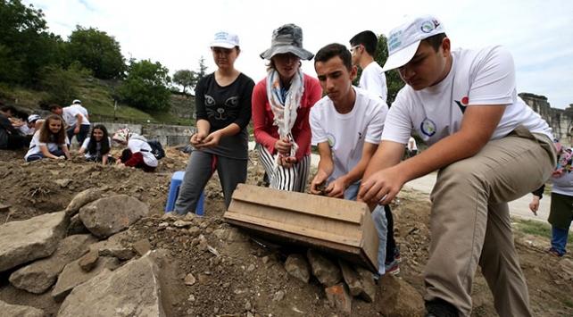 Öğrencilerden Batı Karadenizin antik kentinde kazı çalışması