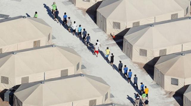 Göçmen çocukların yarısı ailelerinden ayrı tutuluyor