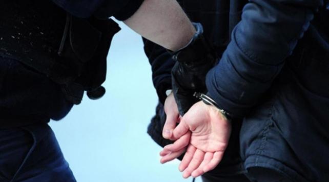 İzmirde FETÖ operasyonları: 2 tutuklama