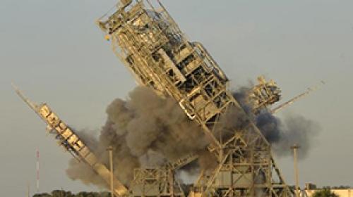 Cape Canaveral fırlatma kuleleri patlayıcılarla yıkıldı