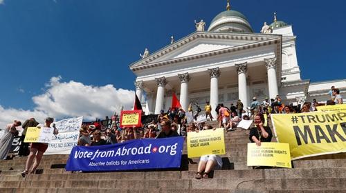Helsinkide Trump-Putin zirvesi protesto ediliyor