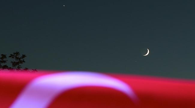 15 Temmuz gecesinde ay ile yıldız birleşti