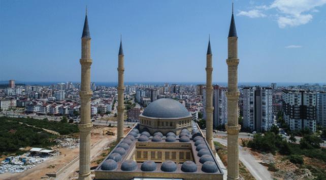 Antalya'da 15 bin kişilik cami inşa edildi