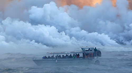 Hawaiide tur teknesine sıçrayan lavlar kabus yaşattı