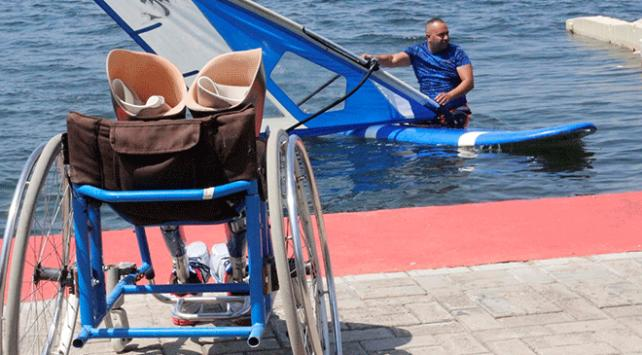 Engelli gençleri su sporlarıyla tanıştırıyor