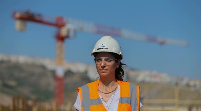 Türkiyenin 3. büyük hastanesinin inşaatına kadın eli değdi