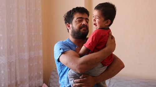Düdüklü tencereye sıkışan 2 yaşındaki çocuğu itfaiye kurtardı