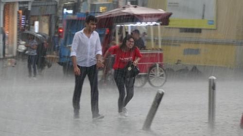 Kuvvetli yağış İstanbul'u etkisi altına aldı