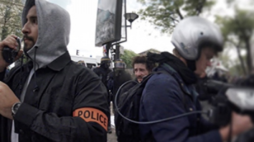 Fransa Cumhurbaşkanı Macronun danışmanından protestoculara dayak