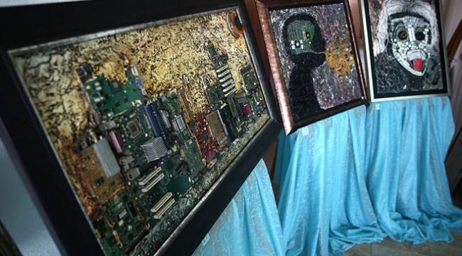 Eski bilgisayar parçalarından sanat eseri tablolara