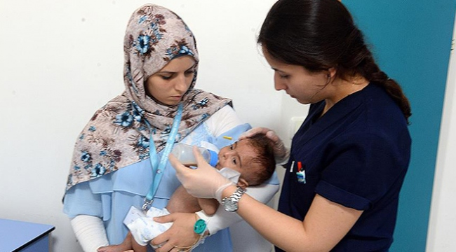 Suriyeli hasta bebeğe Türk hemşire ve doktorlar sahip çıktı