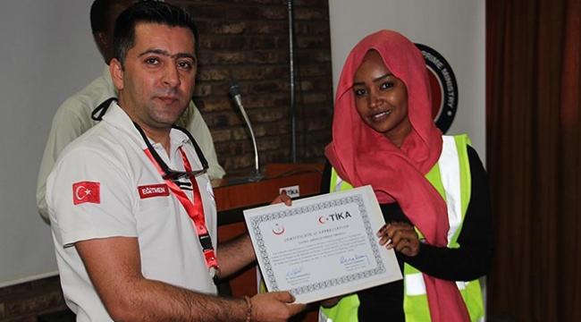 TİKAdan Sudanlı sağlıkçılara eğitim
