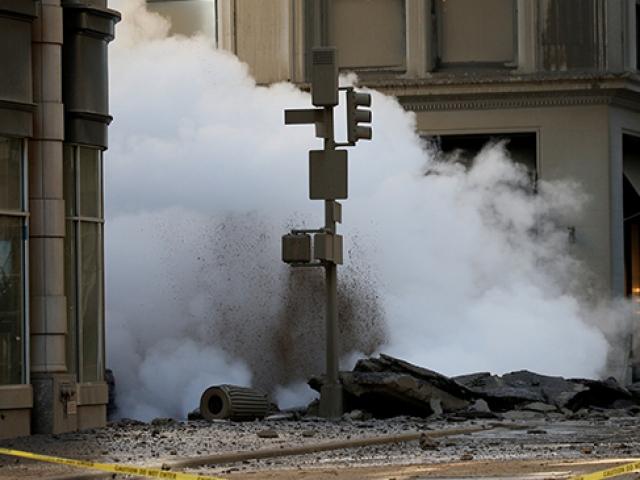 Patlayan buhar borusu New Yorkta paniğe yol açtı