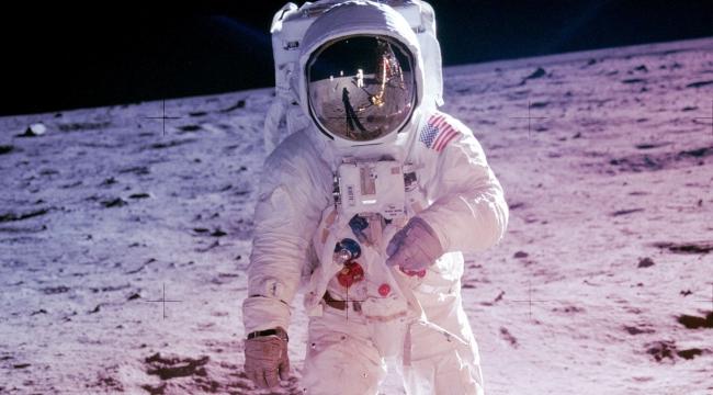 Apollo 11 astronotlarının Ay yolculuğu