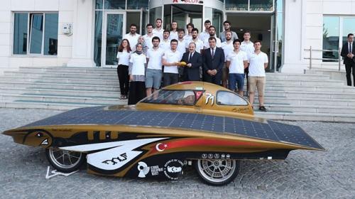 Bakan Mustafa Varank İTÜ Güneş Arabası Ekibini kabul etti