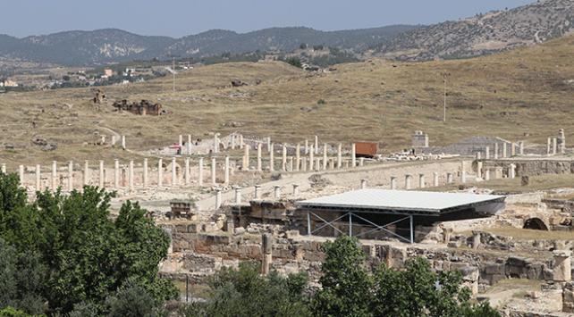 2 bin yıllık mozaik villa bulundu
