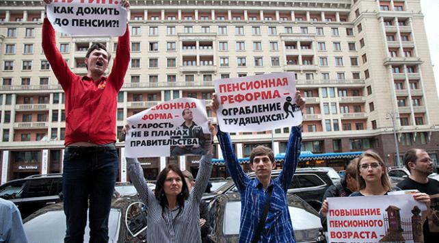 Rusyada emeklilik yaşının yükseltilmesi protesto edildi