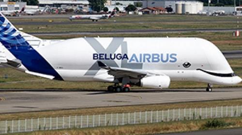 Balina görünümlü dev uçak ilk uçuşunu gerçekleştirdi