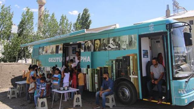 Bingöl'de çocukların 'gezici kütüphane' sevinci