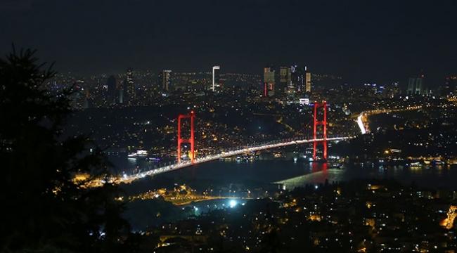 """15 Temmuz Şehitler Köprüsünde ışıklar """"özel sporcular"""" için yandı"""