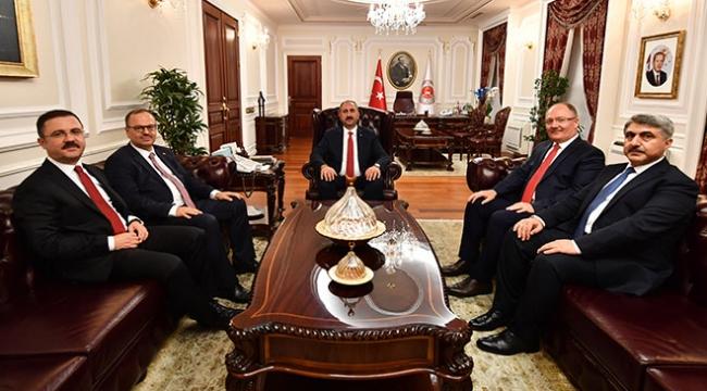 Adalet Bakanı Gül yeni bakan yardımcılarıyla görüştü
