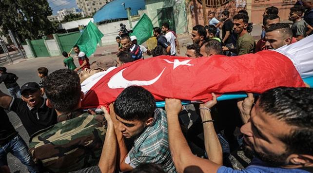 Filistinli şehidin naaşı Türk bayrağına sarıldı