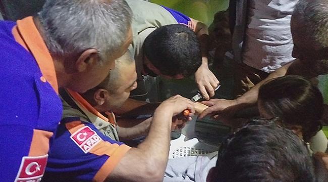 Parmaklarında yüzük sıkışan 2 çocuğu AFAD kurtardı