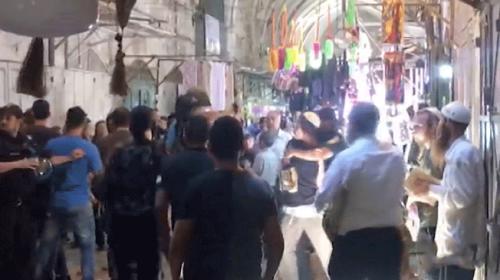Yahudi yerleşimciler Filistinli esnafa saldırdı