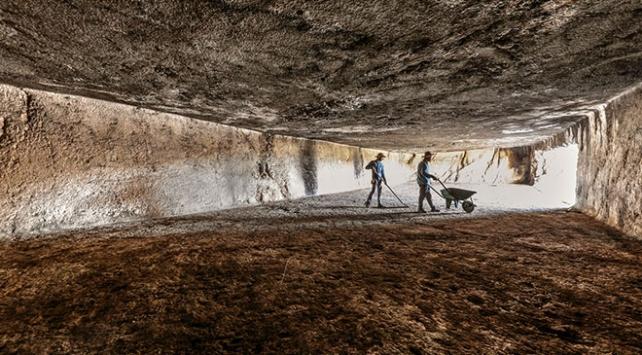 Van'da Urartulara ait kayaya oyulmuş en büyük salon araştırılıyor