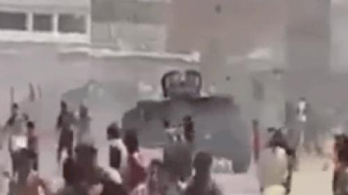 Irak Güvenlik Güçleri Müsenna ilinde göstericilerin üzerine zırhlı araç sürdü