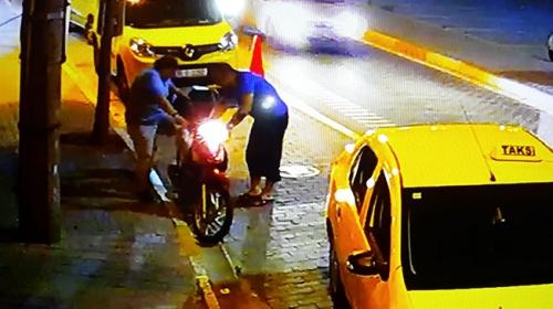 Binmeye çalıştığı motosikletle sürüklenerek yaralandı