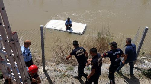Aydında minibüs sulama kanalına devrildi