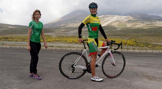 Litvanyalı anne ve kız şampiyonalara Erciyeste hazırlanıyor