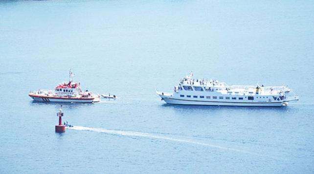 Arızalanan Yunan feribotunu kıyı emniyeti kurtardı