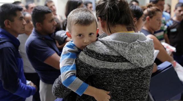 ABDde yüzlerce göçmen çocuk ailelerine kavuşmayı bekliyor
