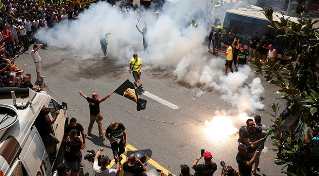 İspanyadaki Uber protestosu ulaşımı felç etti
