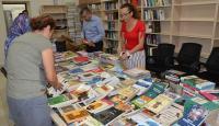 """Manisa """"Millet Kıraathanesi""""ne halk kütüphanesinden kitap desteği"""