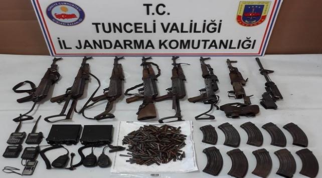 Tuncelide çok sayıda silah ve mühimmat ele geçirildi